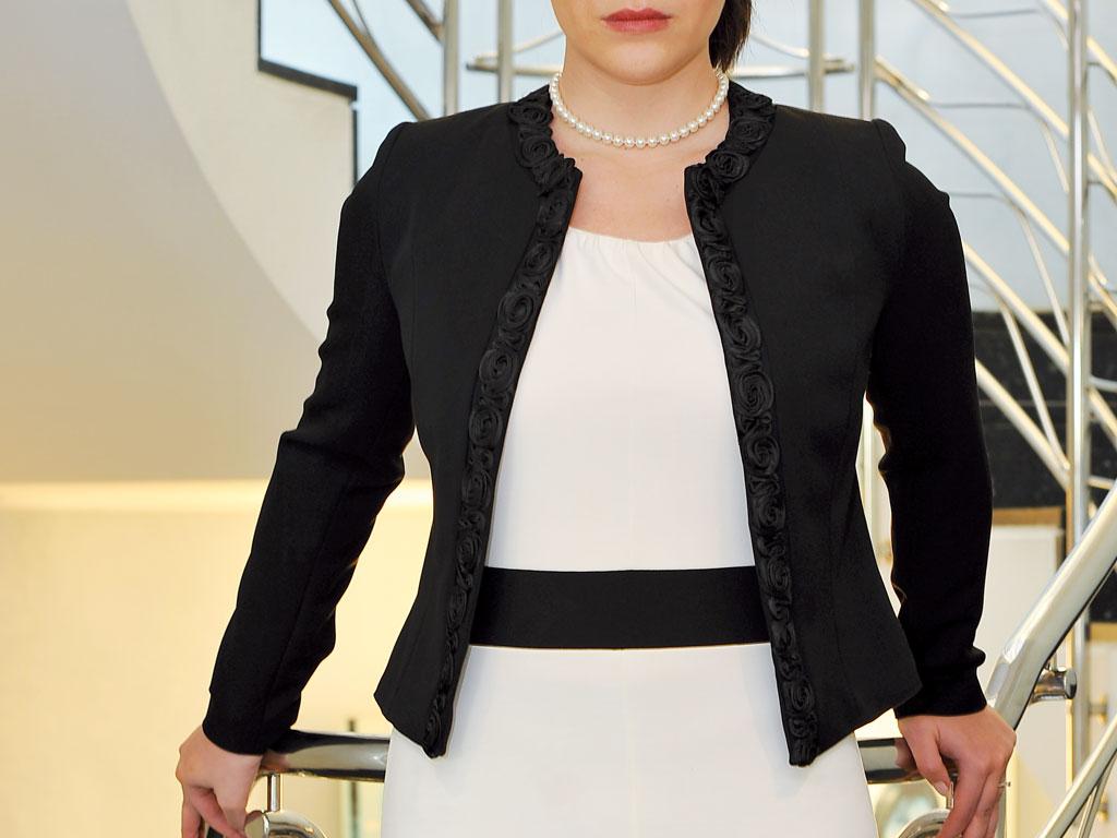 the latest f7245 41983 Giacca modello Chanel nera - mara abbigliamento professionale