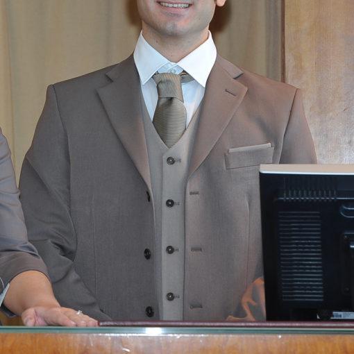 abito-uomo-tessuto-tecnico-con-gilet-e-camicia-piquet
